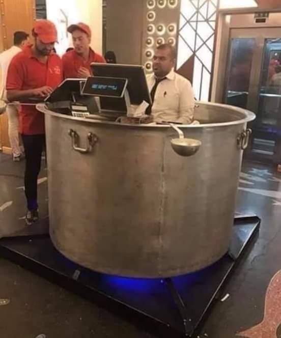 ديكور لكاشير مطعم 🤔والله احترت احاسبه والا احط عليه ملح وبهارات 🤣🤣🤣🤣🤣