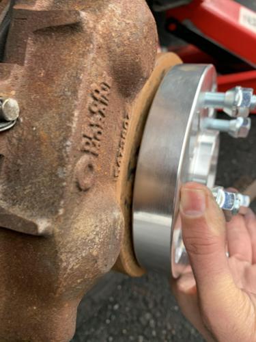 انتبه على الفراغ بين spacer و اسطوانة العجل wheel hub ! قد يسبب مشاكل كثيرة . يجب ان لا يكون هناك فراغ ابدا .